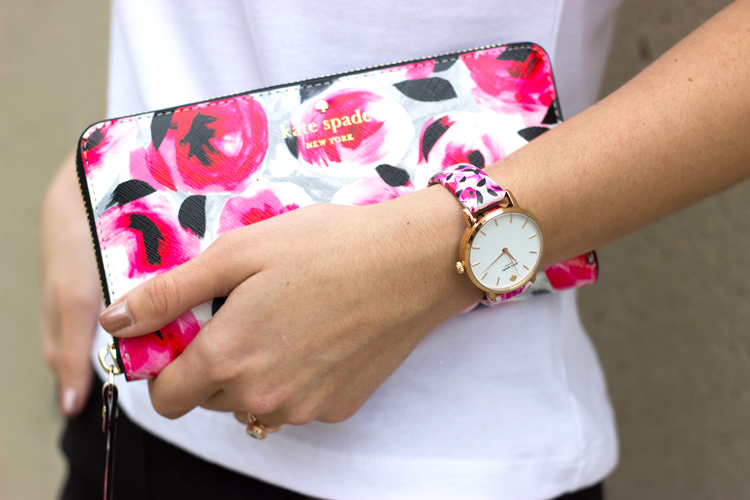 livvland-blog-austin-texas-fashion-blogger-kate-spade-black-cigarette-pants-pink-rouge-mini-handbag-white-everyday-tee-broome-street-floral-wallet