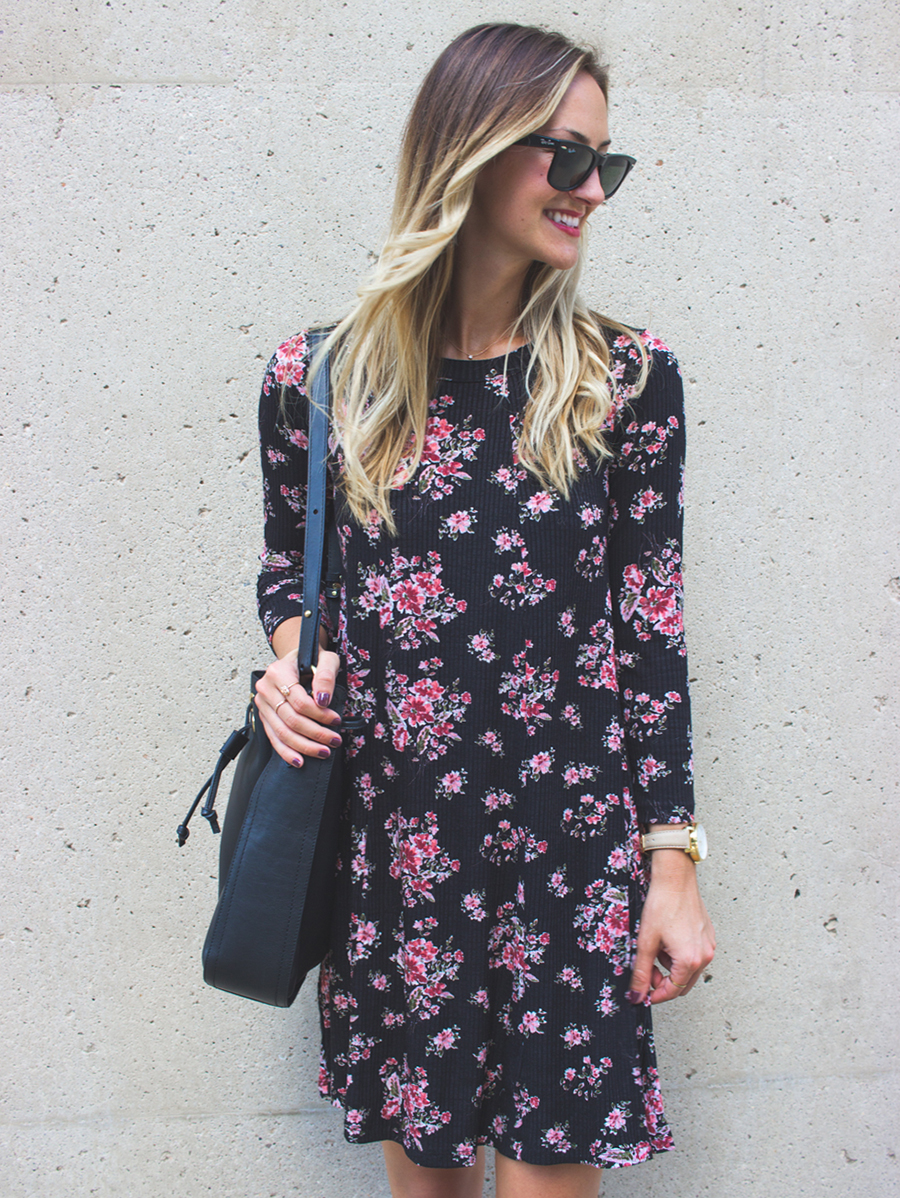 livvyland-blog-olivia-watson-lush-floral-black-shift-dress-brahmin-bucket-bag-ray-ban-wayfarer-sunglasses-madewell-slip-on-mules-10