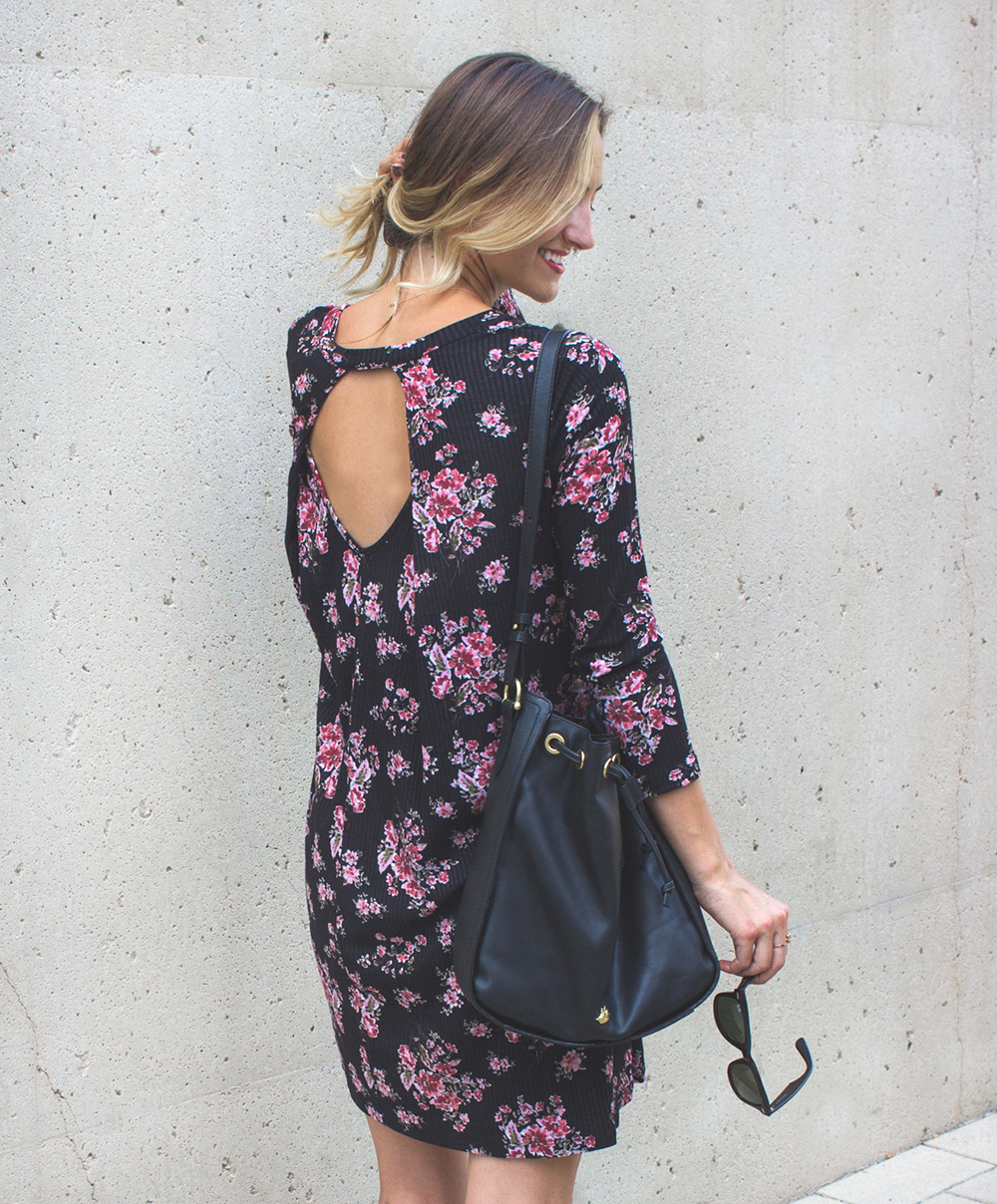 livvyland-blog-olivia-watson-lush-floral-black-shift-dress-brahmin-bucket-bag-ray-ban-wayfarer-sunglasses-madewell-slip-on-mules-2