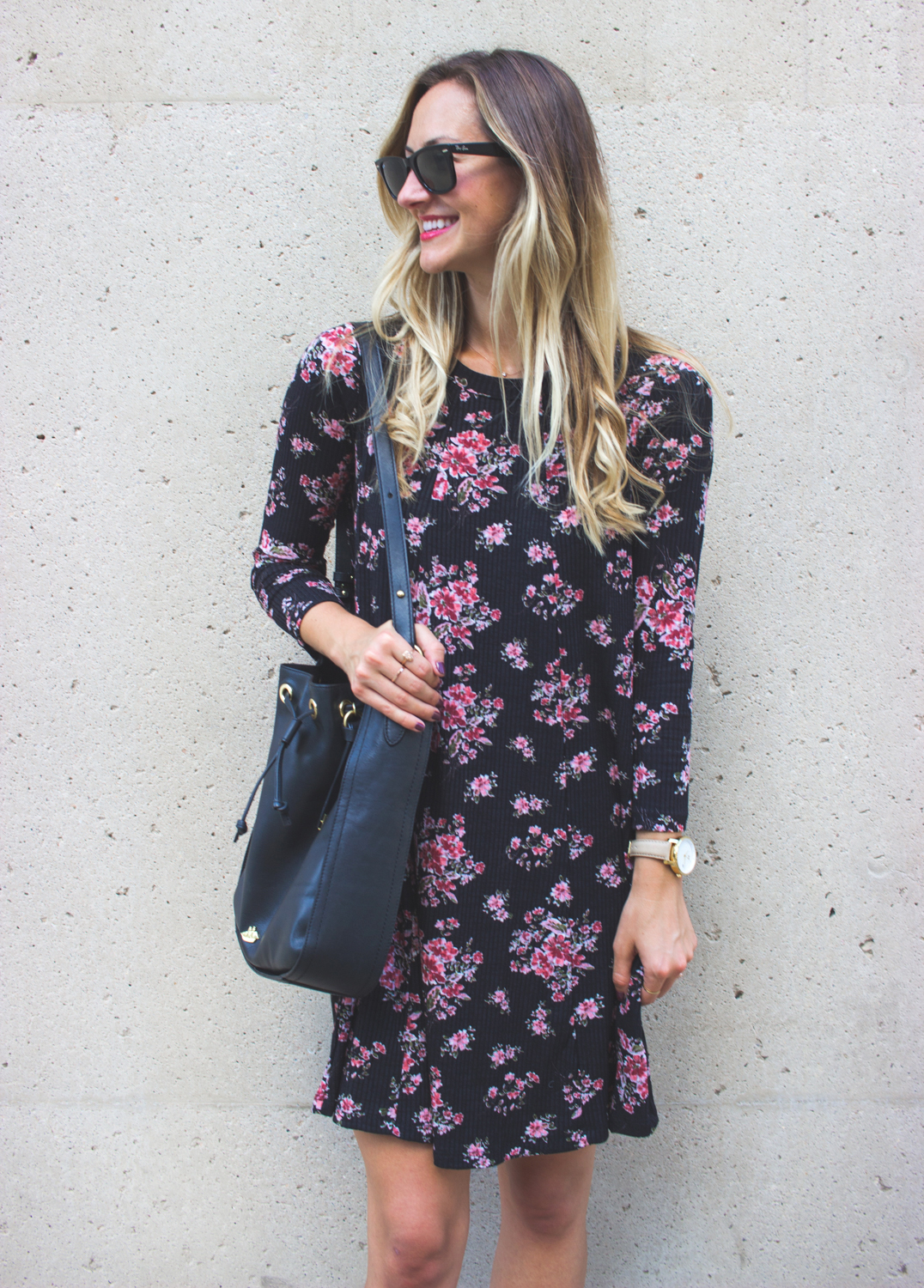livvyland-blog-olivia-watson-lush-floral-black-shift-dress-brahmin-bucket-bag-ray-ban-wayfarer-sunglasses-madewell-slip-on-mules-4