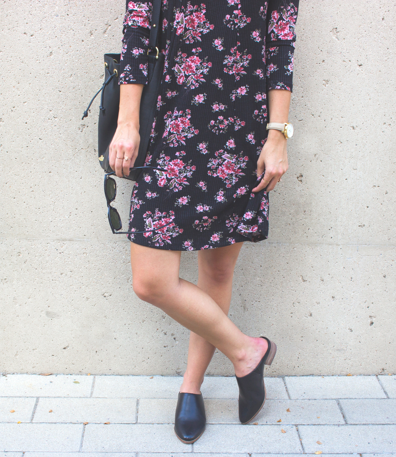 livvyland-blog-olivia-watson-lush-floral-black-shift-dress-brahmin-bucket-bag-ray-ban-wayfarer-sunglasses-madewell-slip-on-mules-5