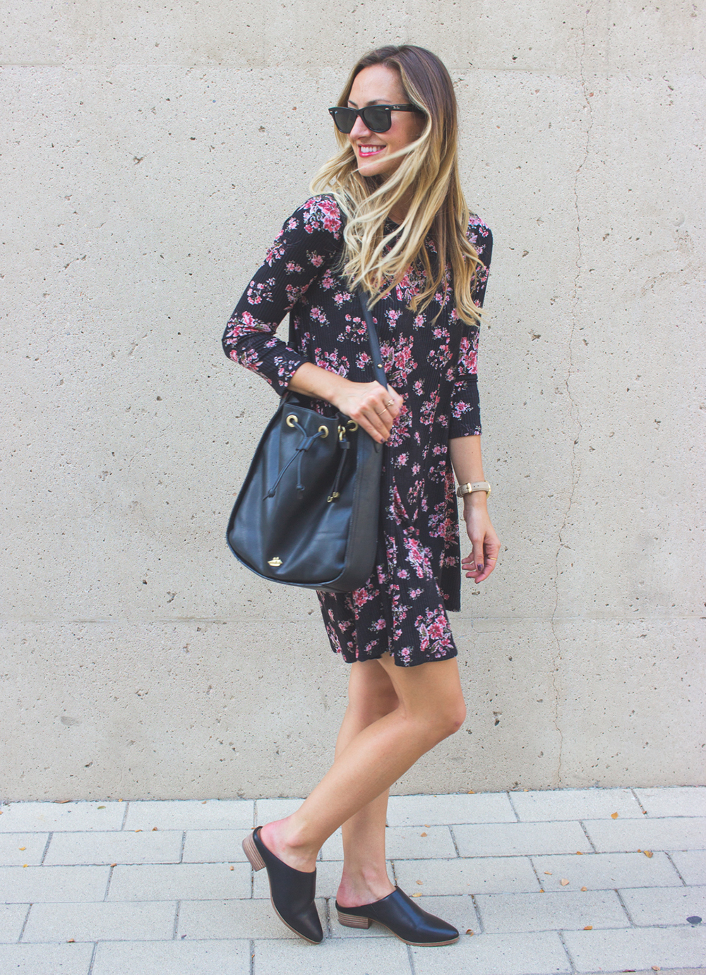 livvyland-blog-olivia-watson-lush-floral-black-shift-dress-brahmin-bucket-bag-ray-ban-wayfarer-sunglasses-madewell-slip-on-mules-9