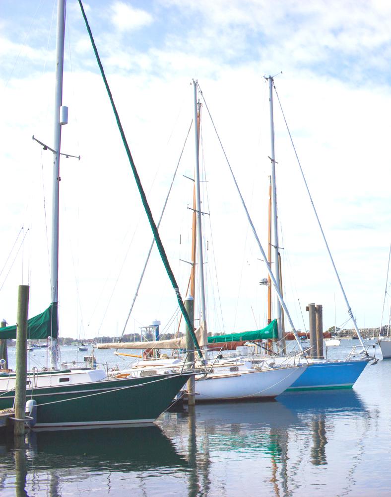 livvyland-blog-olivia-watson-newport-rhode-island-harbor-sailboats-travel-blogger
