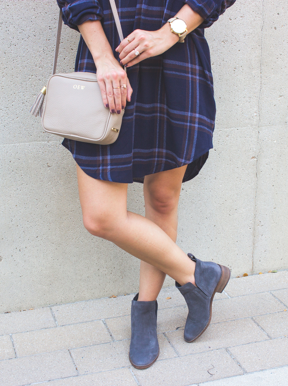 livvyland-blog-olivia-watson-plaid-flannel-shirt-shift-dress-dolce-vita-tesse-blue-suede-ankle-booties-navy-2