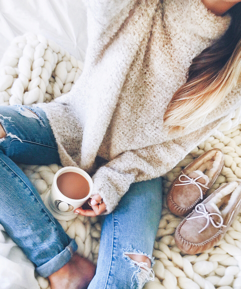livvyland-blog-olivia-watson-black-friday-sales-instagram-roundup-cozy-coffee-in-bed-chunky-oversize-sweater-jeans-fall-winter-uggs-slippers-outfit