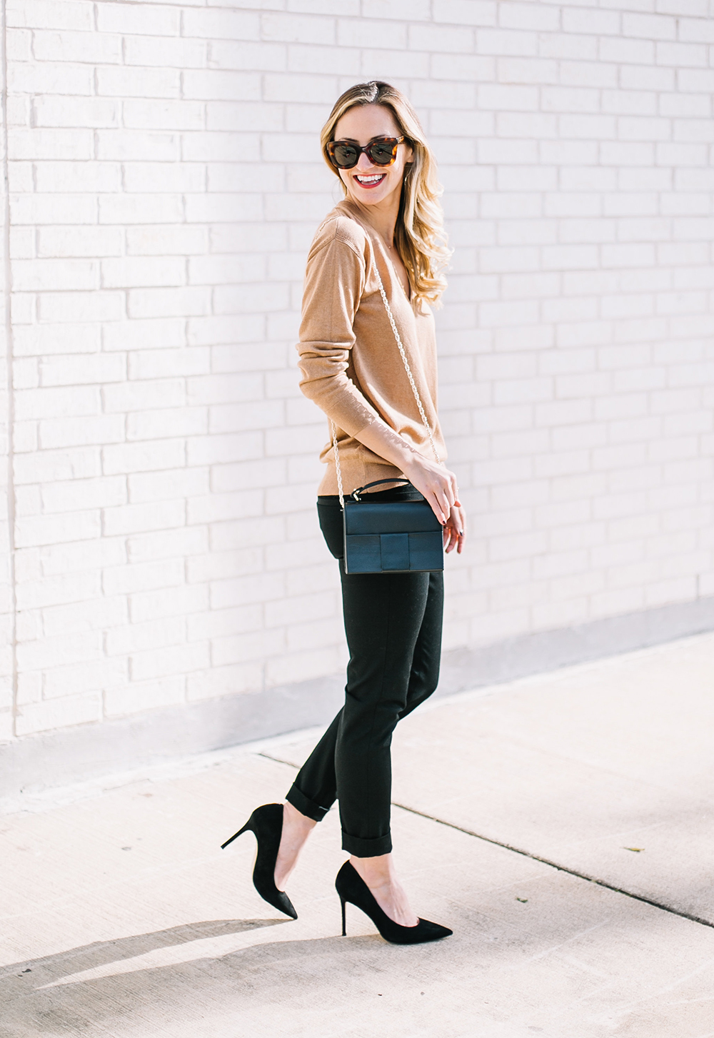 10246dea63 Classic Chic Holiday Look - LivvyLand | Austin Fashion and Style Blogger
