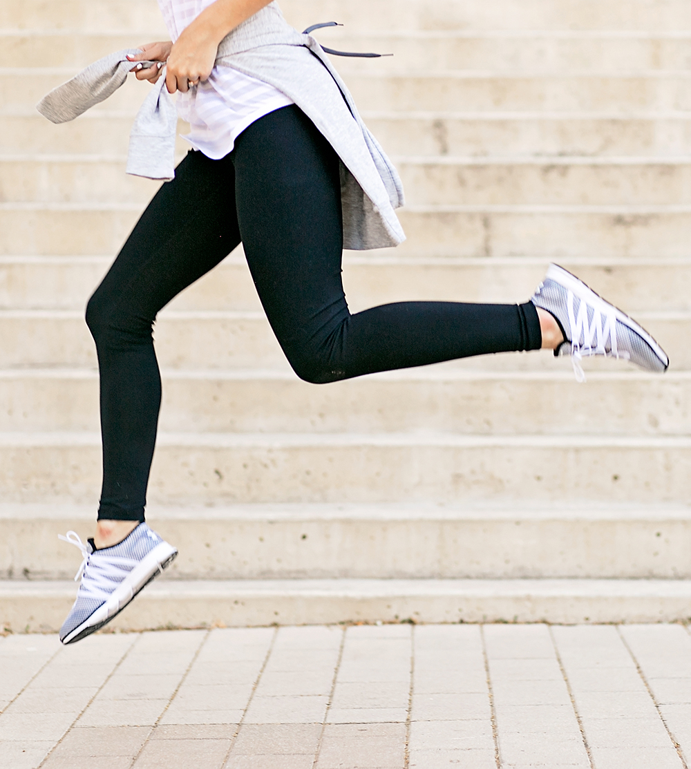 livvyland-blog-olivia-watson-under-armour-running-shoes-finish-line-cute-workout-outfit-12