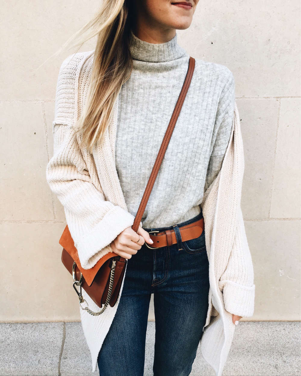 livvyland-blog-olivia-watson-chloe-faye-small-handbag-brown-free-people-oversize-cozy-cardigan