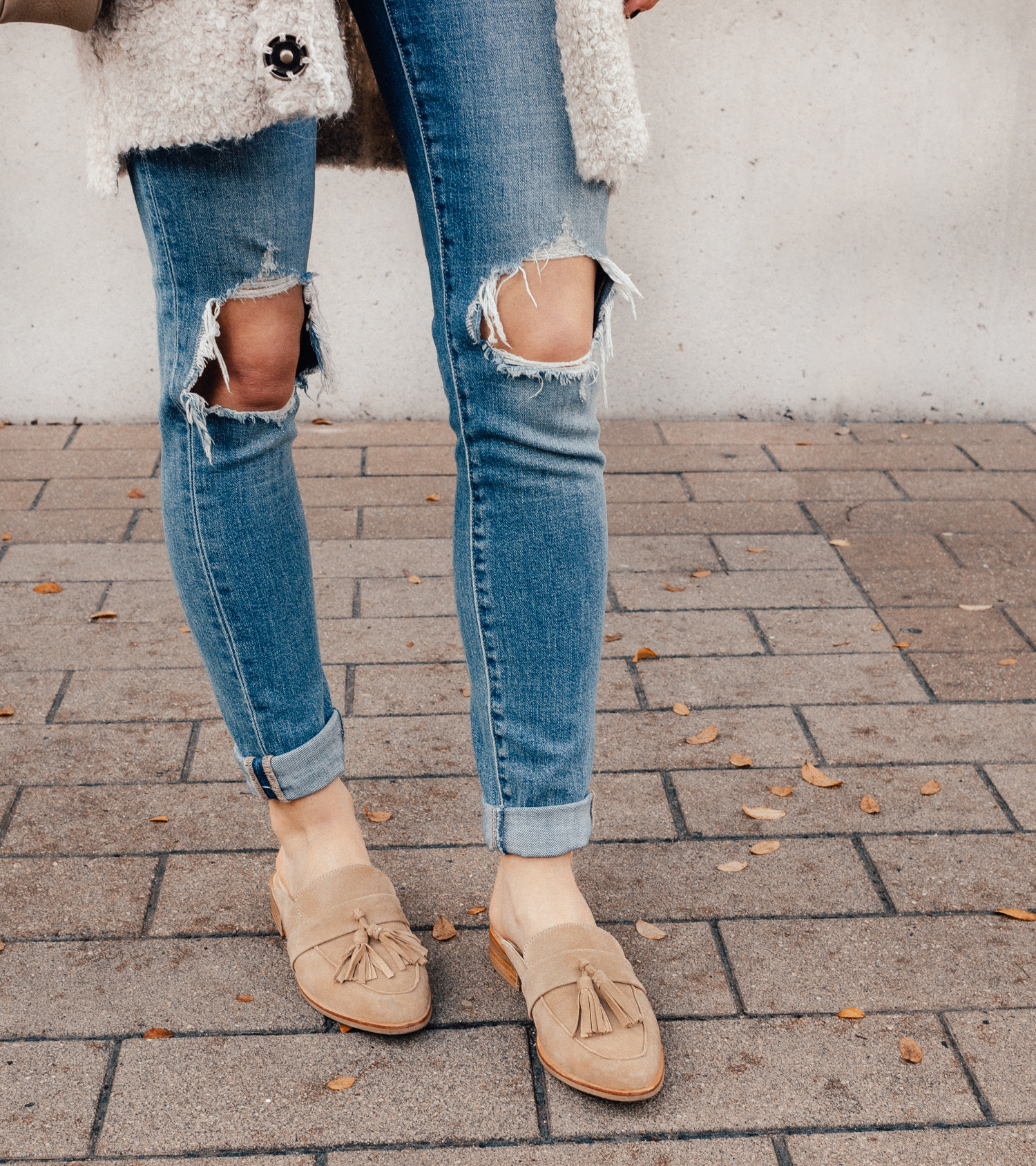 livvyland-blog-olivia-watson-free-people-blush-beige-tan-sweater-tassel-slides-cozy-layers-steve-madden