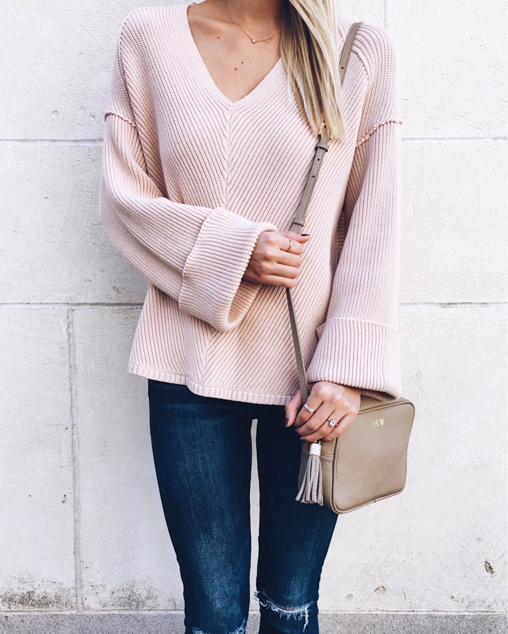 livvyland-blog-olivia-watson-free-people-cozy-oversize-sweater-blush-pink-monogram-handbag