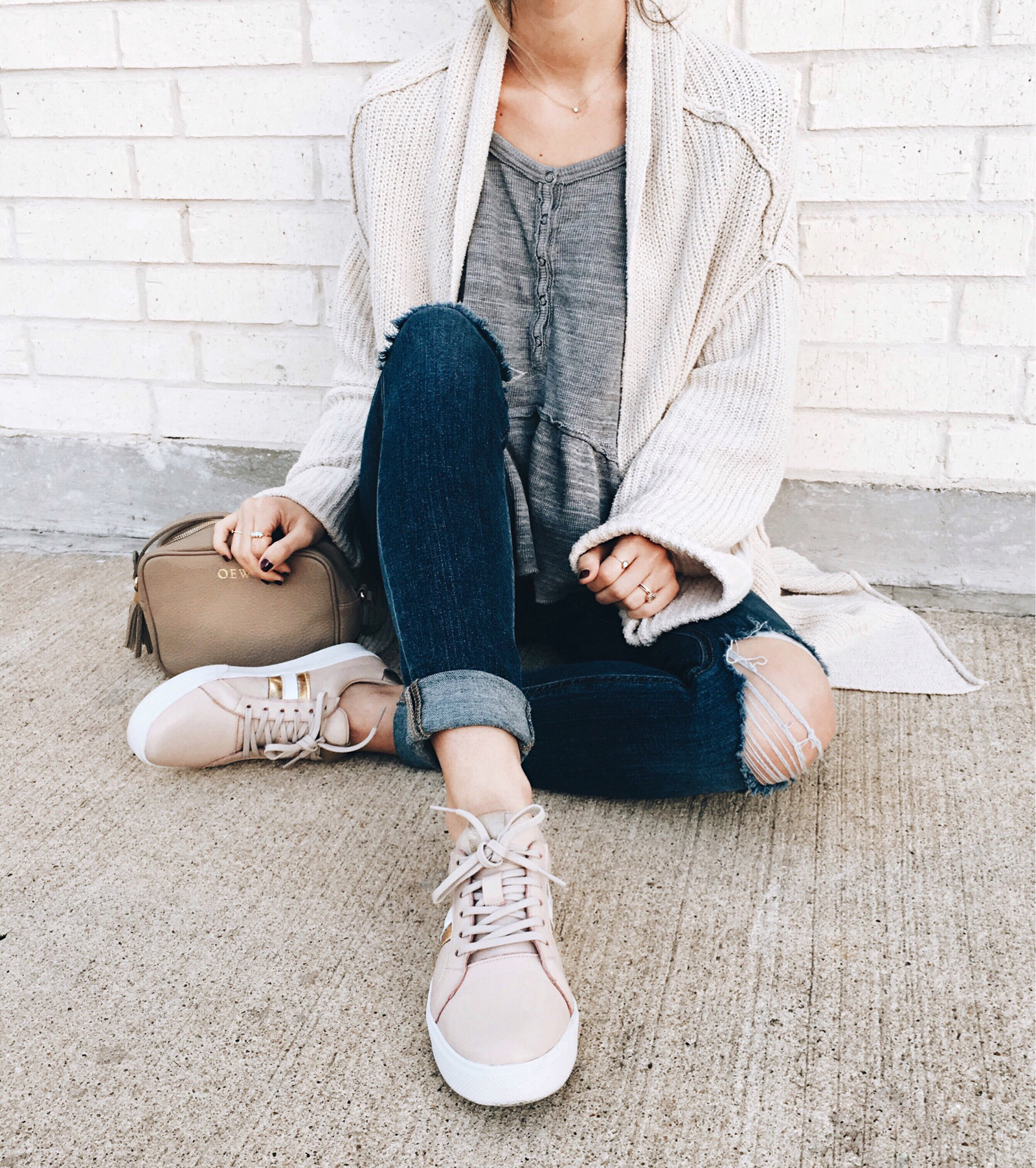 livvyland-blog-olivia-watson-instagram-roundup-austin-texas-cozy-winter-outfit-blush-sneakers-oversize-cardigan