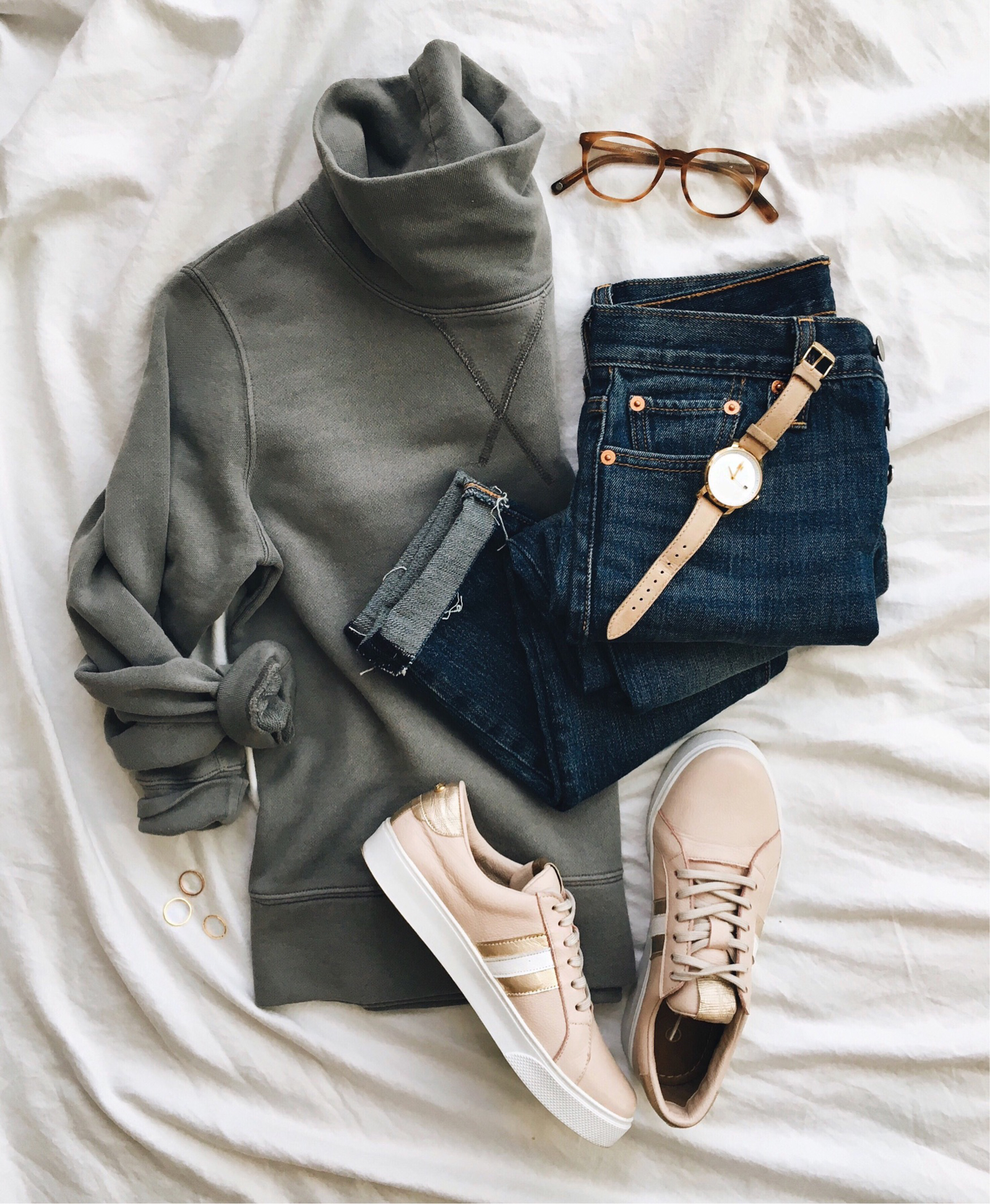 livvyland-blog-olivia-watson-instagram-roundup-austin-texas-cozy-winter-outfit-madewell-pullover-blush-sneakers