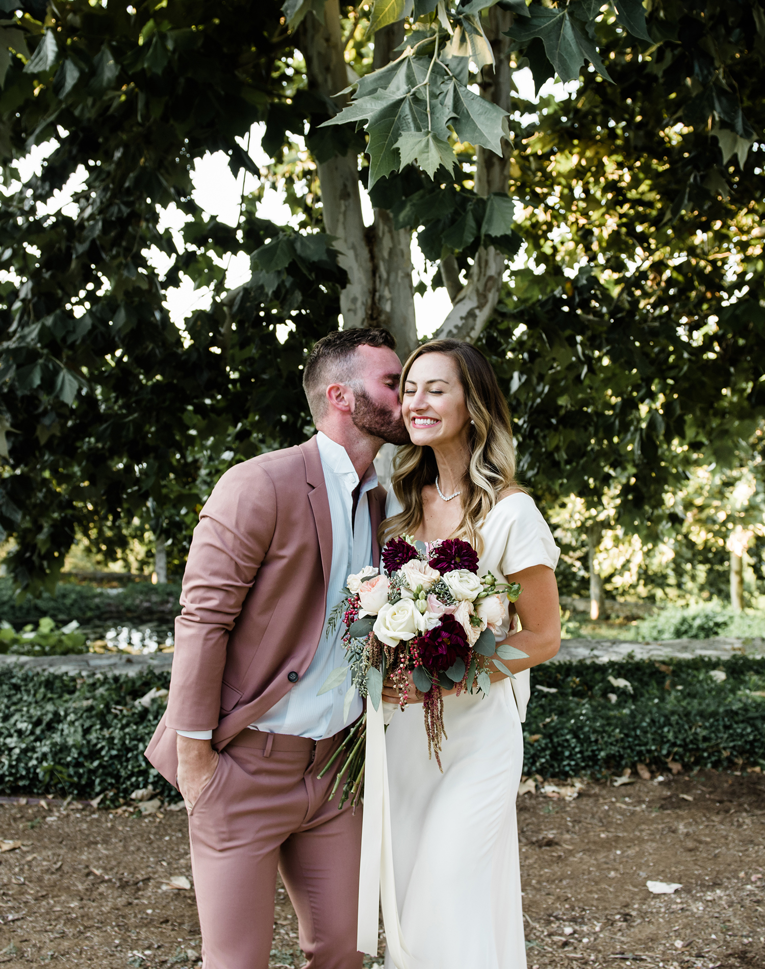 livvyland-blog-olivia-watson-wedding-villa-del-lago-austin-texas-fall-blush-burgundy-classic-romantic-1