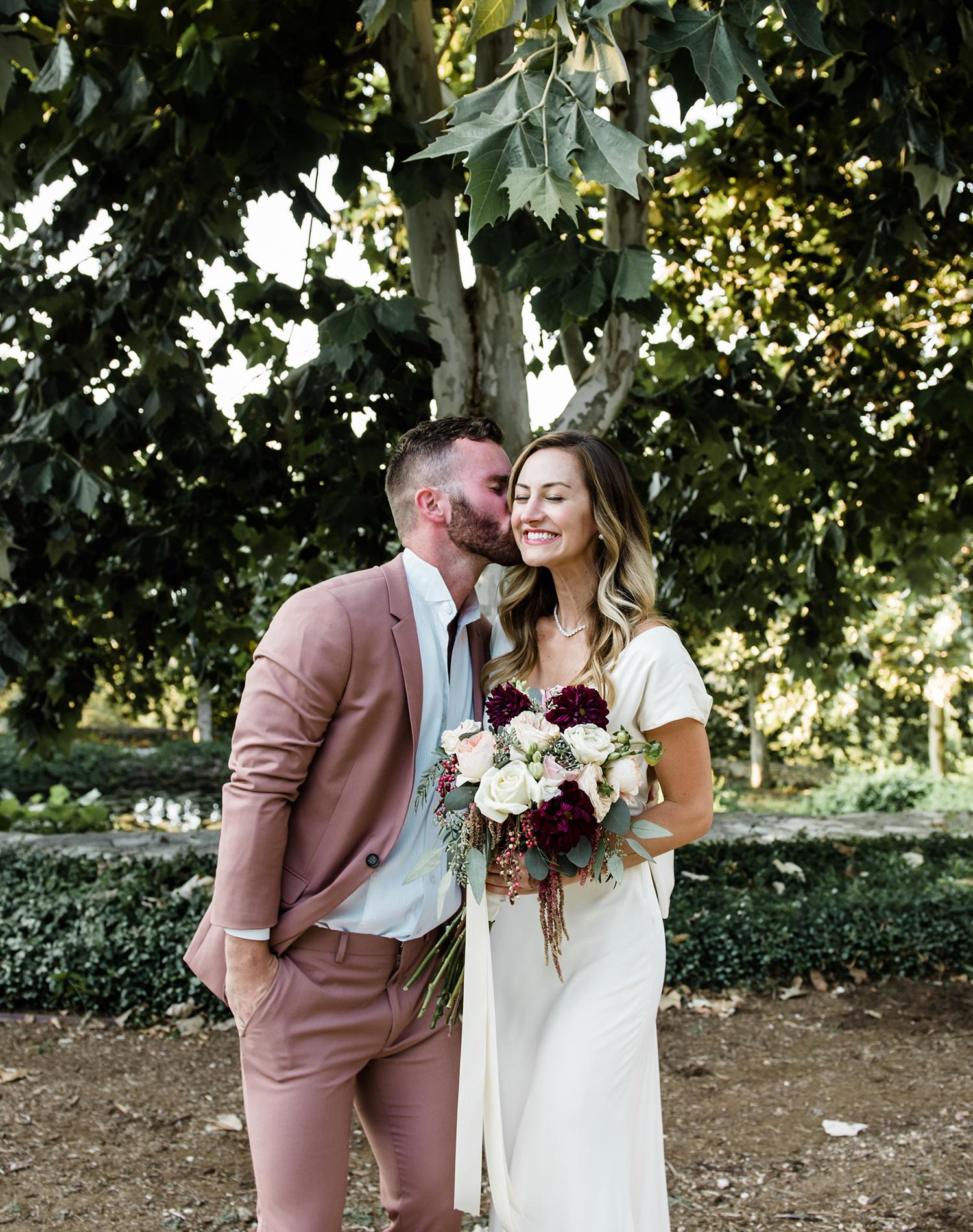livvyland-blog-olivia-watson-wedding-villa-del-lago-austin-texas-fall-blush-burgundy-classic-romantic-1