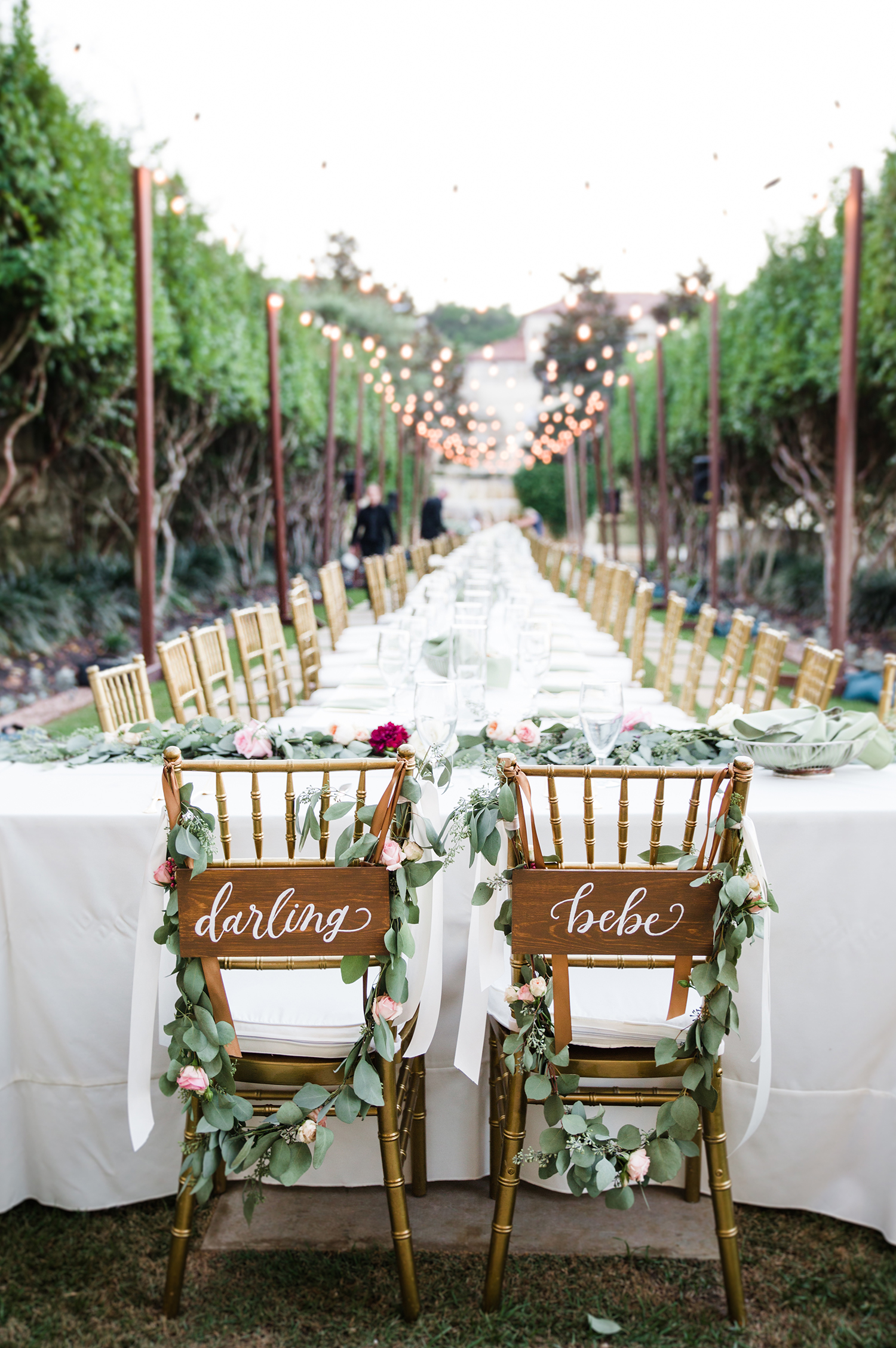 livvyland-blog-olivia-watson-wedding-villa-del-lago-austin-texas-fall-blush-burgundy-classic-romantic-festoon-lighting-farm-table-long