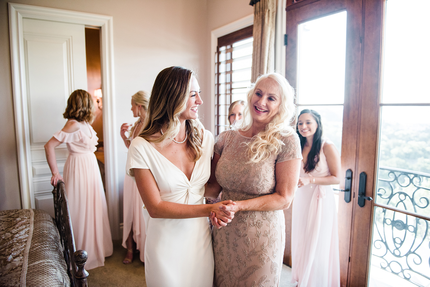 livvyland-blog-olivia-watson-wedding-villa-del-lago-austin-texas-fall-blush-burgundy-classic-romantic-mother-daughter