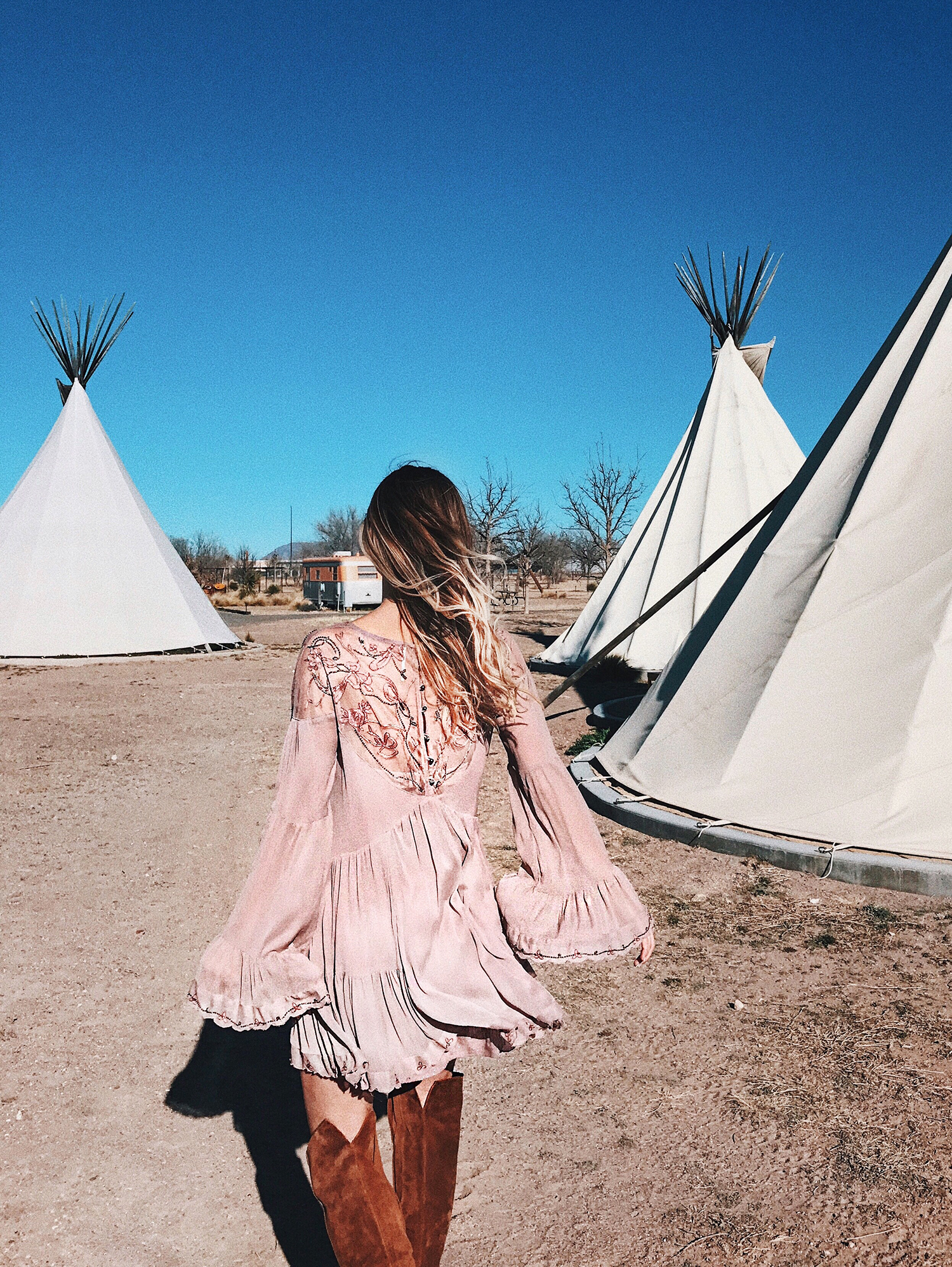 livvyland-blog-olivia-watson-marfa-valentine-texas-big-bend-road-trip-weekend-getaway-tee-pee-4